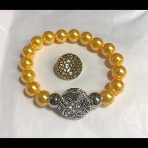 Jewelry - Gold faux pearl snap button bracelet